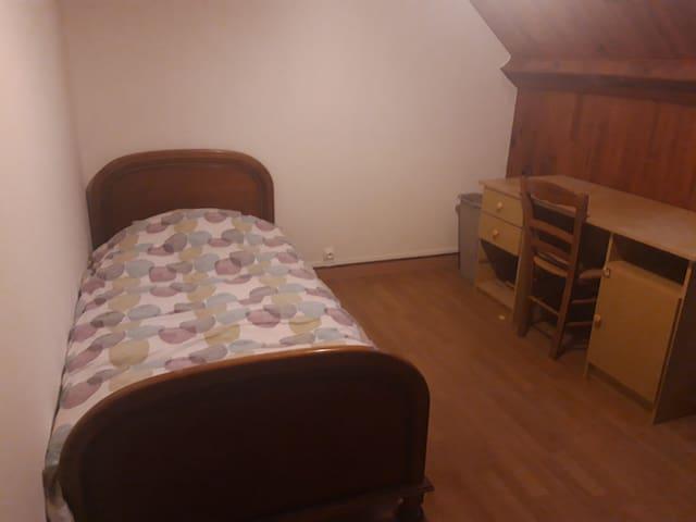 Mignonne petite chambre étudiant/jeune travailleur