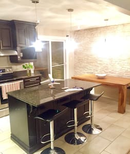 Charming 1 room House at St Hubert - Longueuil - 独立屋