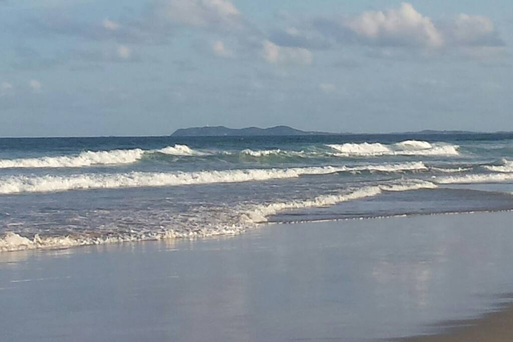 12 minutes walk to the beautiful South Golden Beach. This location is still untouched and perfect surfing position.