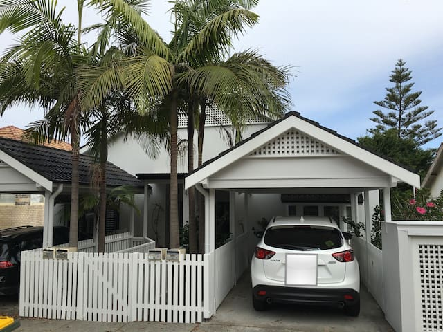 Lovely 2BR w/ car space & balcony - Bellevue Hill - Apartament