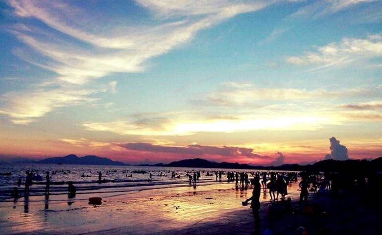 海滩日落时