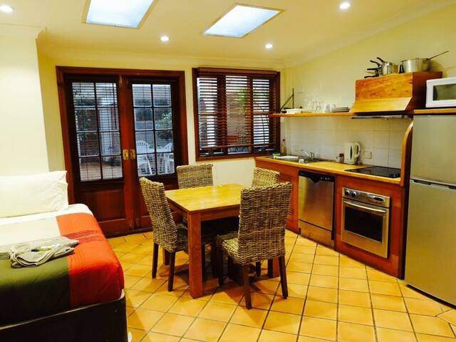 Sharing flat in manly CBD - Мэнли - Квартира