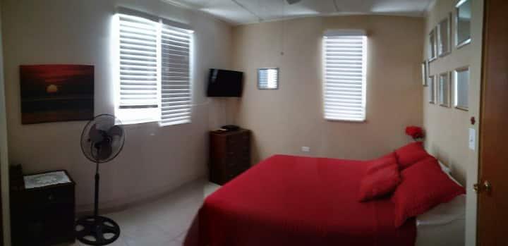 Principal bedroom 2399400985