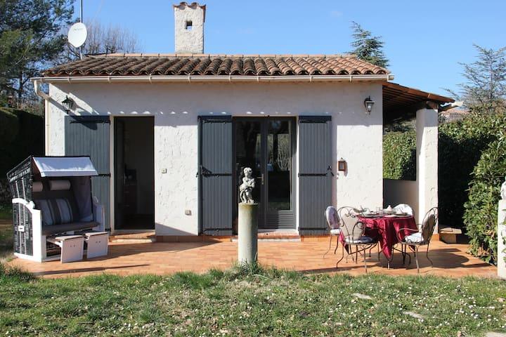 Petite Villa à Valbonne avec jardin et piscine -F1
