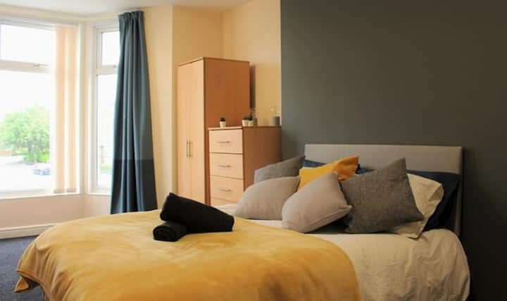⭐CONTEMPORARY APARTMENT HEATON⭐CLOSE TO AMENITIES EXCELLENT TRAVEL LINKS ⭐ FULLY SERVICED