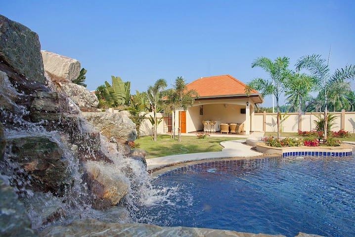 The Chase 8 | Spacious 4 Bed Pool Villa with - Pattaya - Villa