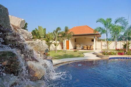The Chase 8   Spacious 4 Bed Pool Villa with - พัทยา - วิลล่า