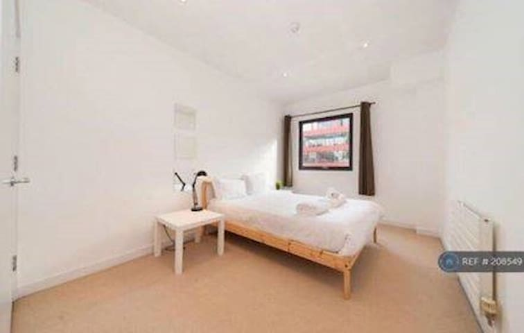 Large Bedroom in Modern and Lovely Townhouse