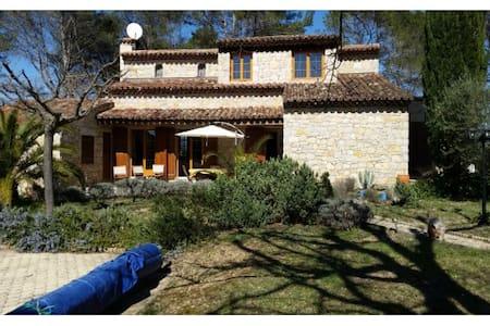 Superbe villa de style provençal - Saint-Paul-en-Forêt
