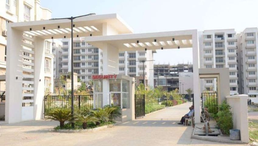 4BHK - Silver Oak Estate - Well Furnished Flat