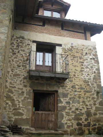 Casa Rural en pueblo de Montaña.Valle de Soba.