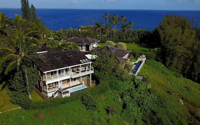 5 Bedroom House with Ocean Views on 3 Sides