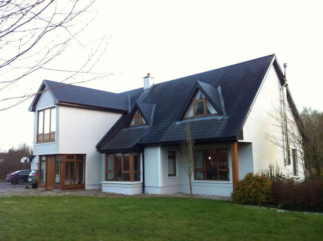 Home close to Athlone -Hodson Bay Hotel