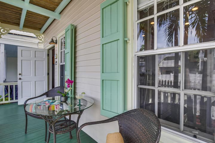 PARADISE PLACE - Cozy & Romantic, Pet Friendly Condo, Shared Pool + Grill