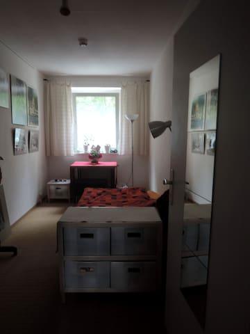 Schönes Zimmer direkt am Ilmpark - Weimar - Apartment