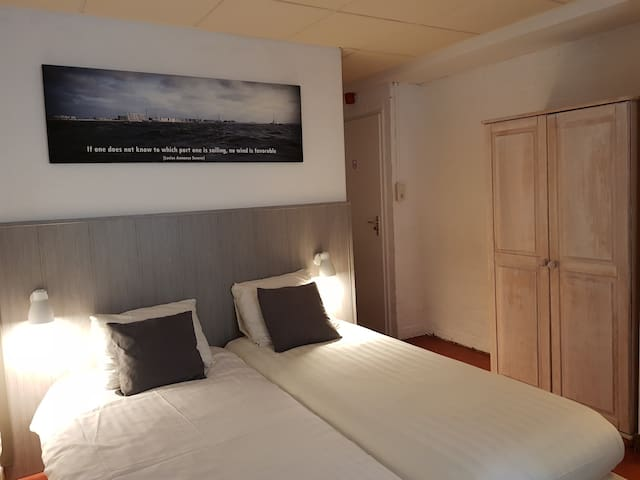 Beter Bed Slaapbank Driver.Airbnb Zuidzande Holiday Rentals Places To Stay Zeeland