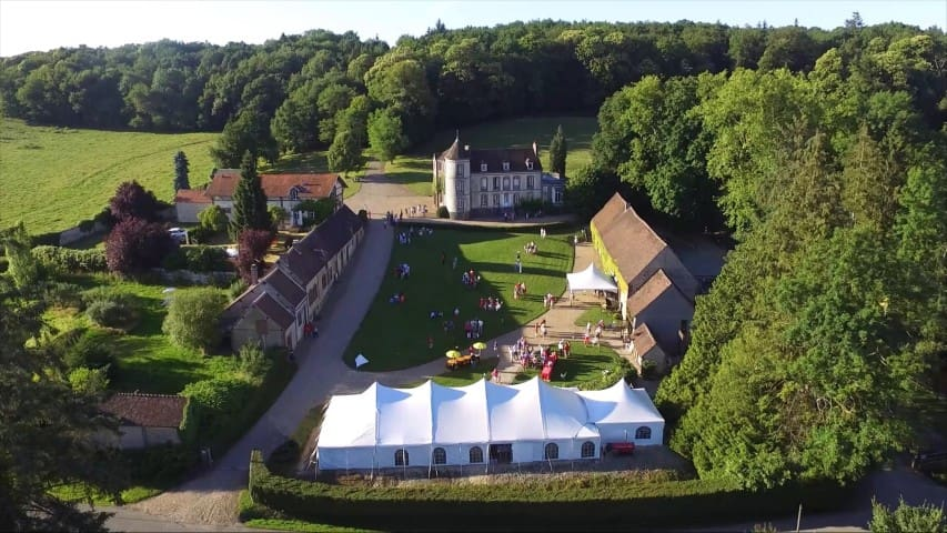 Chateau estate, 90 min from Paris, 16 people