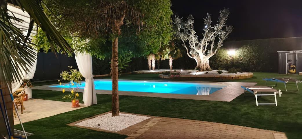 Villa con Piscina 4 camere 8 posti letto