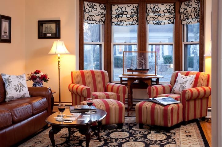 Great for 3!  Luxury Room, Exceptional Breakfast plus Craft Beer: Brewster House B&B - Portland Head