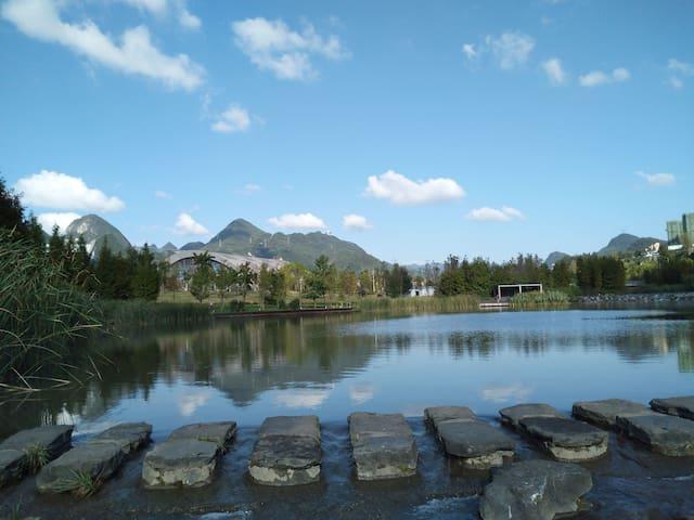 湿地公园【湖畔听雨】飘窗观湖大床房AAAAA