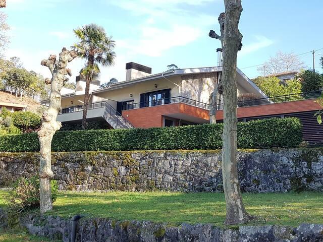 Casa de férias junto à Barragem da Caniçada- Gerês