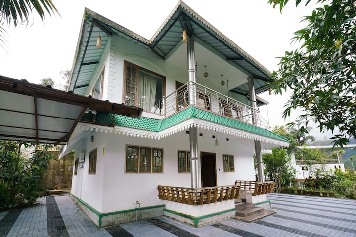 OYO - Hill-View 3BHK Stay in Munnar - Marked Down!