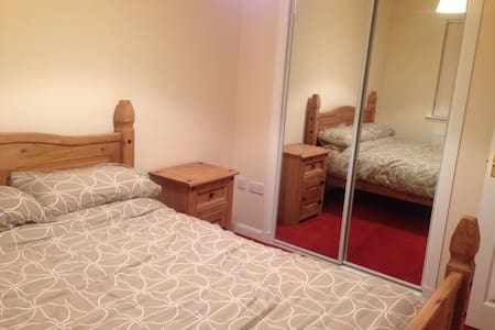 Lovely & bright  double room - Arbroath - บ้าน