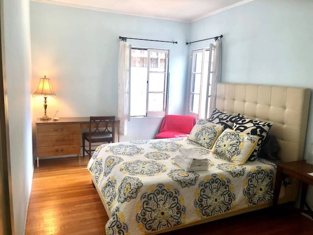 Comfy Private Room in Silver Lake/Sunset Junction