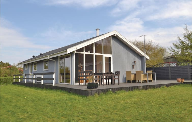 Holiday cottage with 3 bedrooms on 86m² in Farsø