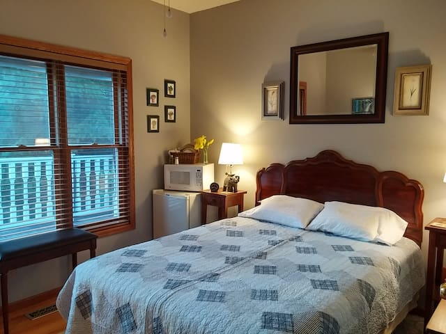 Quiet room on a small wetland, dog friendly - Lino Lakes - Dom