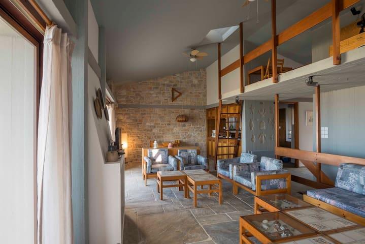 Mimosa Stone House in Anavyssos