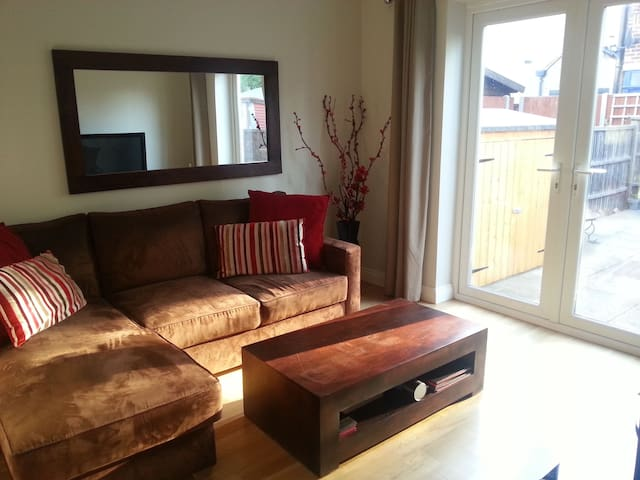 Modern 2 double bed apartment close to station. - Twickenham - Byt