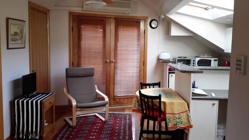 Sunny, Comfortable Apartment - Albert Park - Departamento