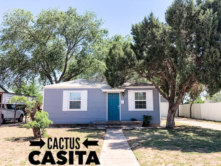 Cactus Casita!! Stick around for long term stays!