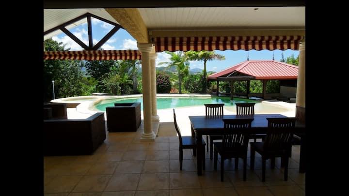 Villa standing bordure de zone maritime