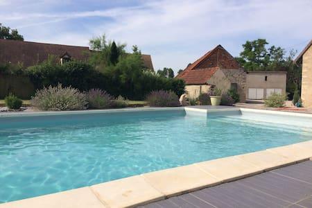 Longère avec piscine vers Beaune - Corberon - Hus
