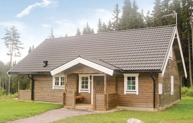 Holiday cottage with 3 bedrooms on 102m² in Charlottenberg