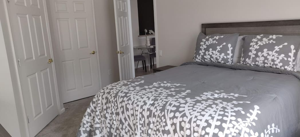 Rest & Relax in Jax *Private Master Suite*
