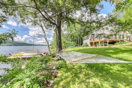 Cute Lakefront house w/spacious deck, Lake Elmire views, fire pit & beach access