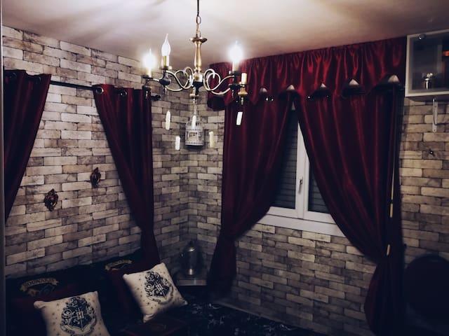 Chambre insolite Harry Potter + café. Château&gare