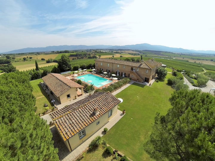 Tuscany | Rural venue with private pool | 35 pers