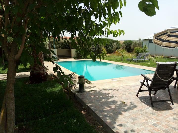 Grande villa de campagne et piscine sans vis à vis