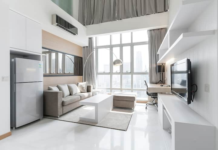 Beautiful Modern 1 Bedroom Loft Apartment @CBD