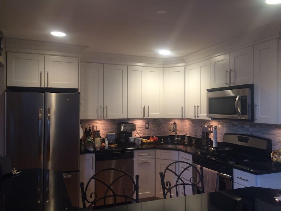 1st floor: Fully stocked kitchen w breakfast bar seating