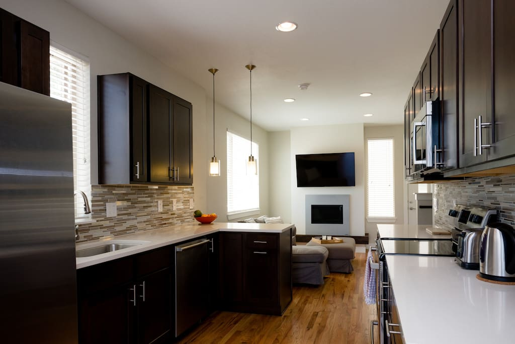 Luxury 3 Bedroom Townhome Minutes To Downtown Townhouses For Rent In Denver Colorado United