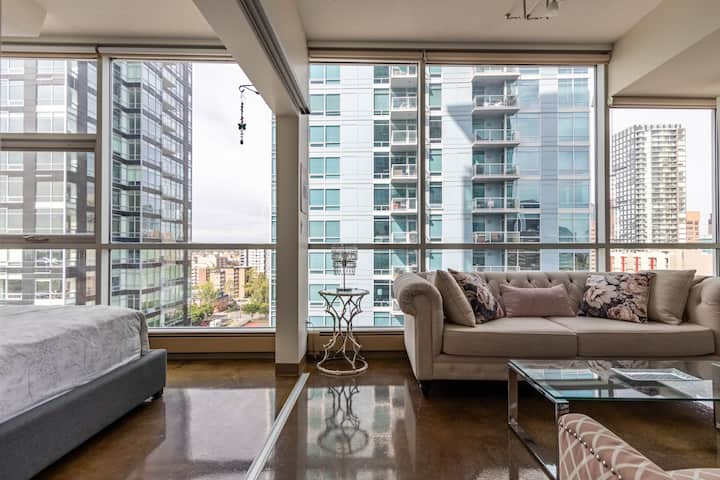 Colours on 1st! 2Bdrm Suite Surrounded by Glass