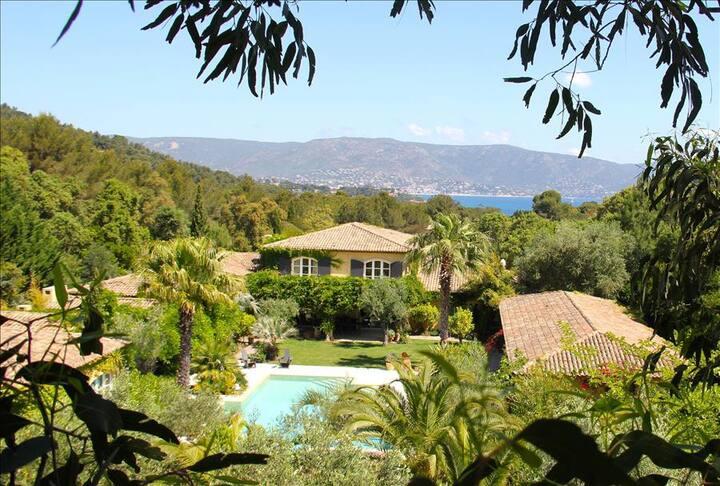 Maison de luxe 1100 m2 avec piscine au cap benat