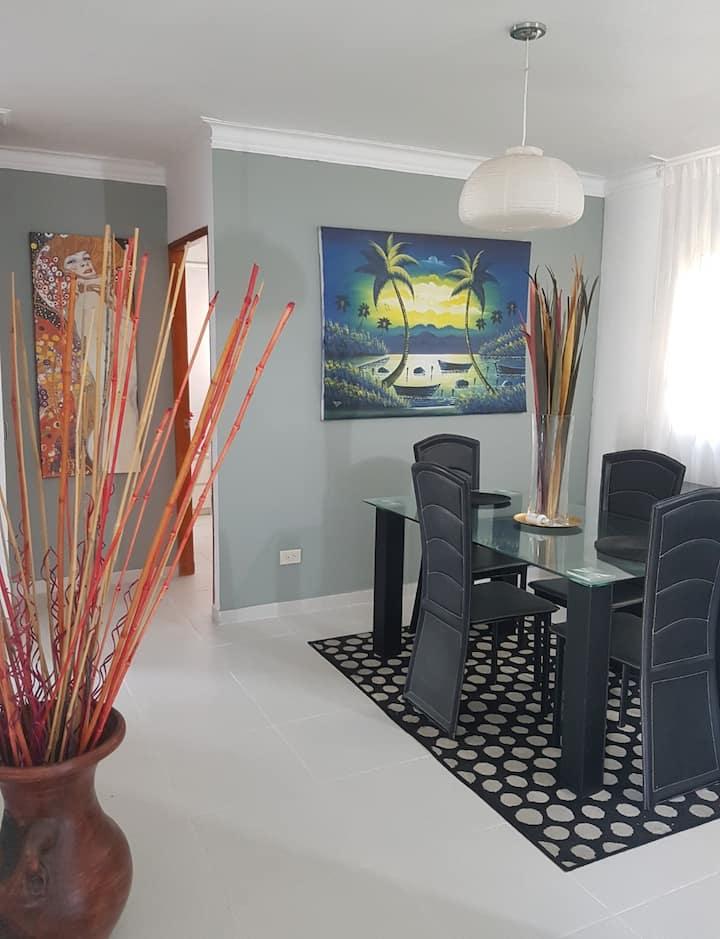 Moderno y cómodo apartamento familiar con piscina