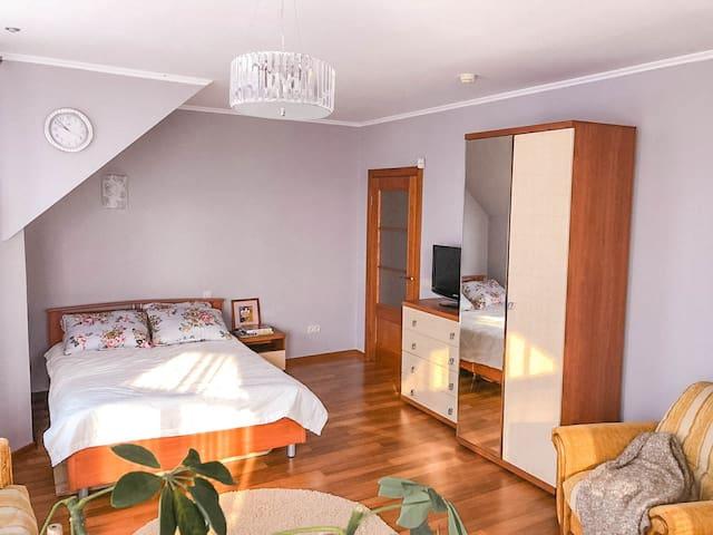 Просторная комната в доме с террасой/ Cozy room
