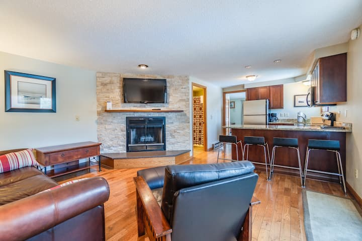 «NEW» Poolside Condo w/ Views of Lake Delton
